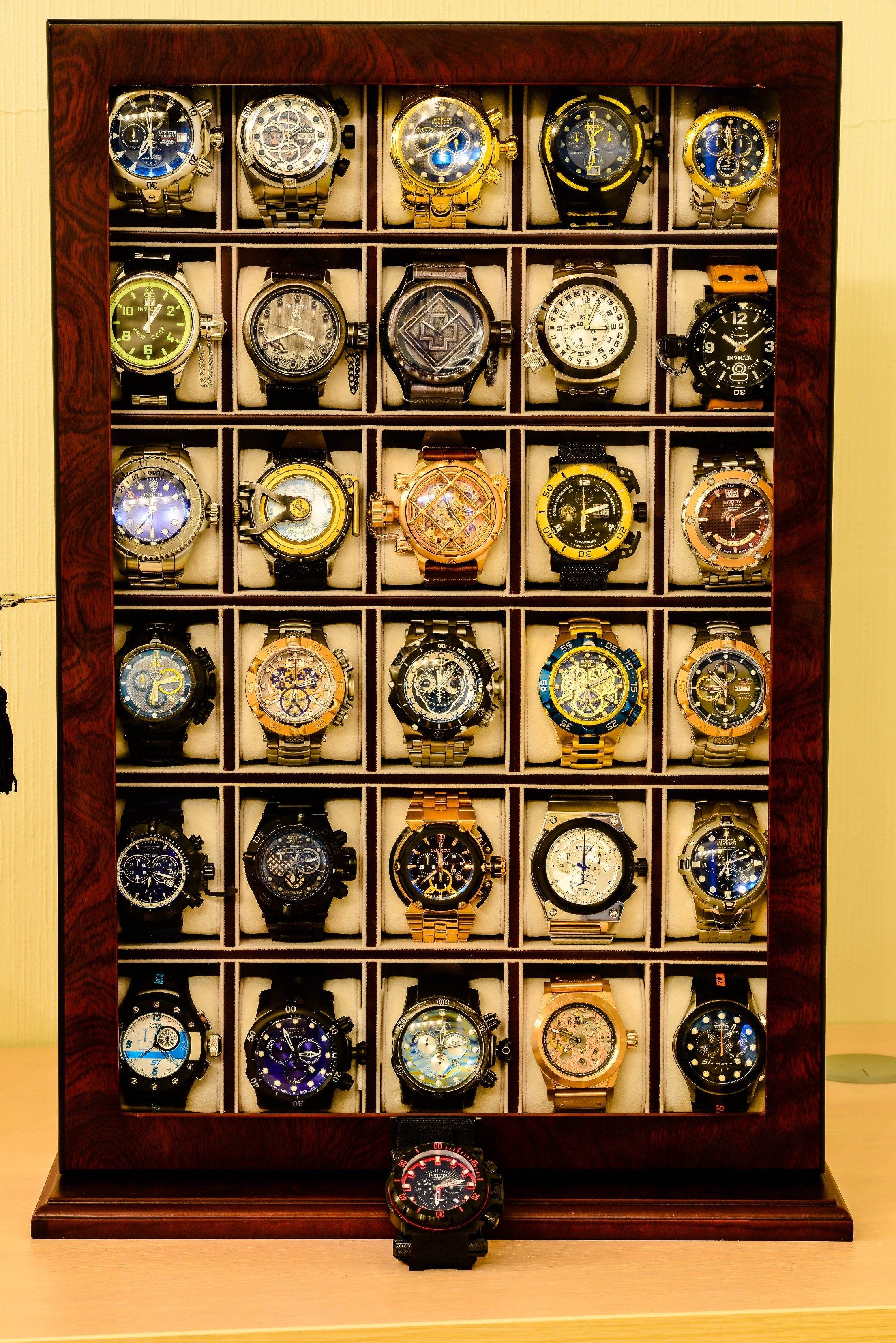 invicta collection